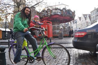 ©Barry Sandland/TIMB - Man with his child on a bike in Brussels