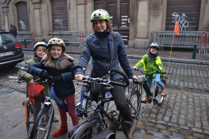 ©Barry Sandland/TIMB - Family on bikes in Brussels, Belgium