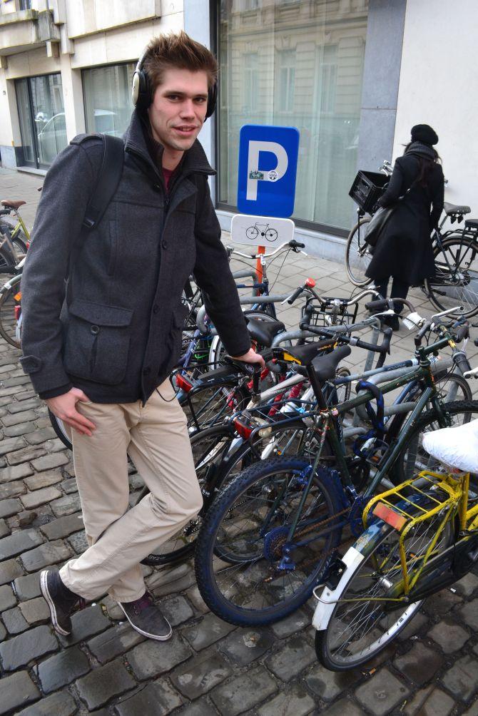 ©Barry Sandland/TIMB - Custom paint job for a bike in Ghent