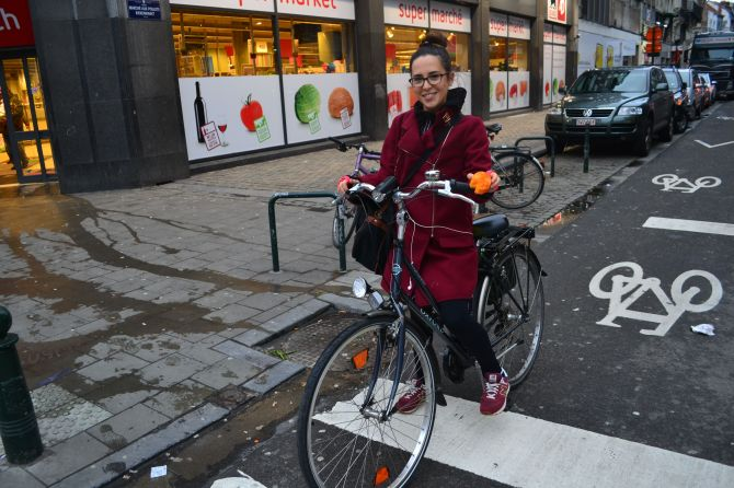 ©Barry Sandland/TIMB - Satiurday shopping by bike in Brussels