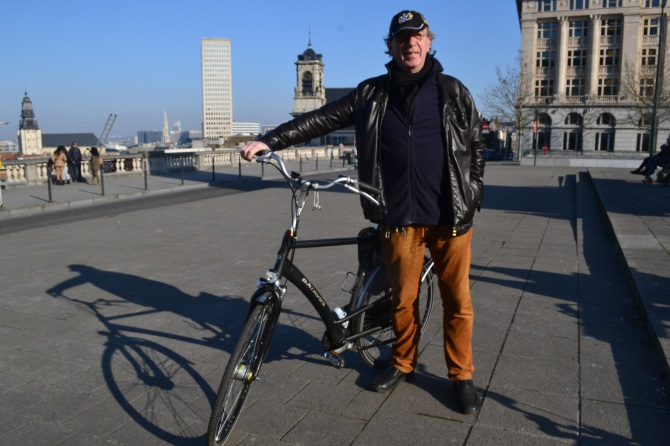 ©Barry Sandland/TIMB - Man with his bike in Brussels