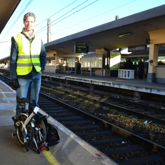 ©Barry Sandland/TIMB - Raider and Brompton at train station