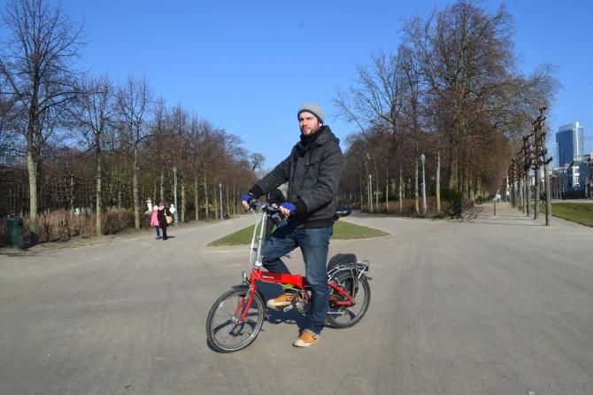 ©Barry Sandland/TIMB - Folding bike rider at parc royale