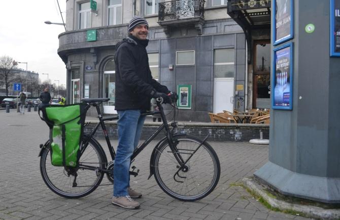 Barry Sandland/TIMB - Man with Maison du Velo bike