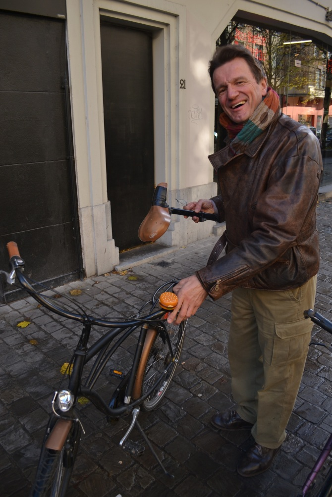 ©Barry Sandland/TIMB - Cyclist with broken frame in Brussels