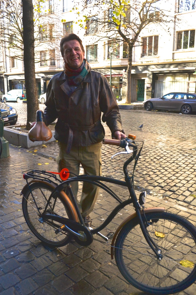 ©Barry Sandland/TIMB - Journalist with his broken bike in Brussels