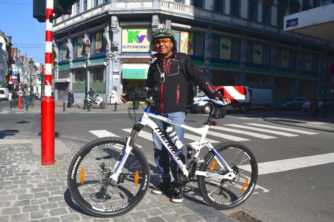 ©Barry Sandland/TIMB - Rider with Merida bike on way to work
