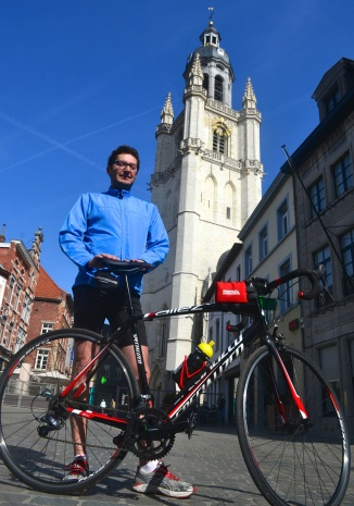 ©Barry Sandland/TIMB - Triathlete and his Specialized bike in Halle