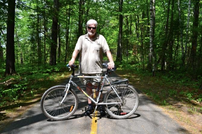 @Barry Sandland/TIMB - Cyclist on the bike path along the Ottawa River