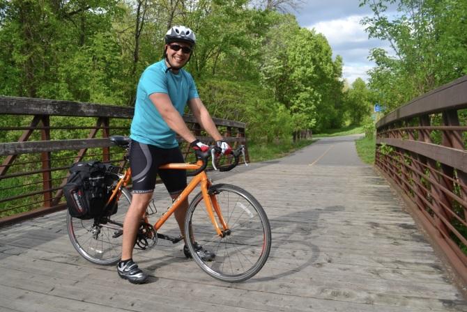 @Barry Sandland/TIMB - Ottawa cyclist resting at a bridge on his daily commute