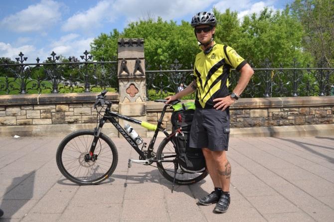 @Barry Sandland/TIMB - Ottawa paramedic with his bike