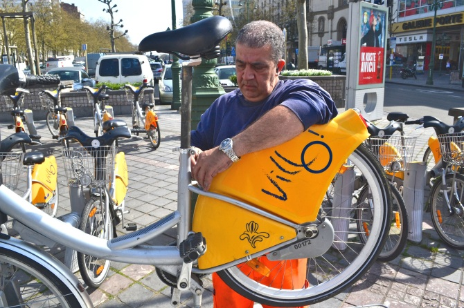 ©Barry Sandland/TIMB - Villo mechanic repairing bikes in Brussels, Belgium