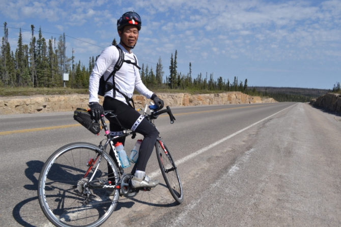 ©Barry Sandland/TIMB - Rider preparing for the Race Across America on hjs Look bike
