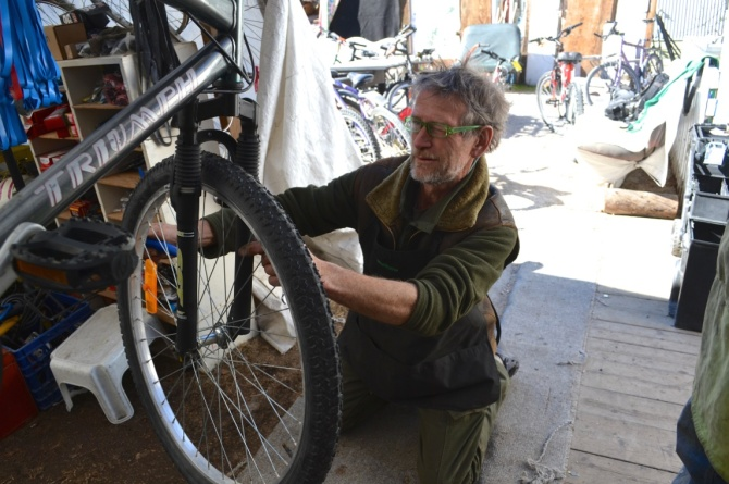 ©TIMB - Bicycle mechanic in Yellowknife working in a geodesic bicycle dome repair shop