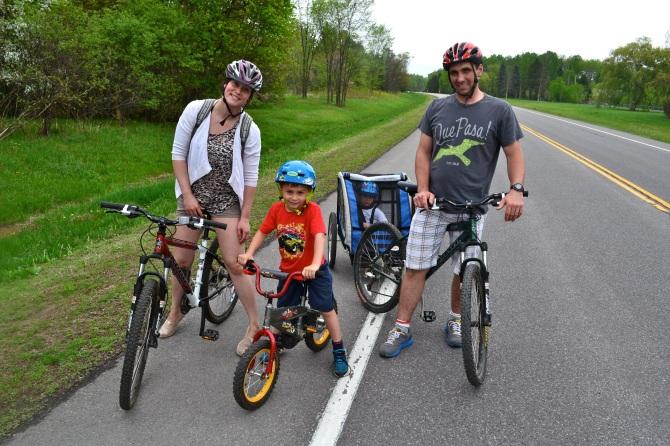 ©Barry Sandland/TIMB - Family cycling in Ottawa
