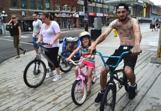 ©Barry Sandland/ TIMB - Family outing on bikes