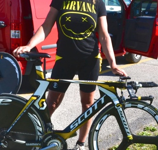 ©Barry Sandland/TIMB - Robyn Angeles with her carbon fibre Scott time trial bike
