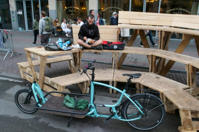 ©Barry Sandland/TIMB - Bike messenger taking a rest in a no-cars area of Brussels