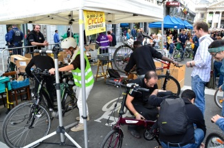 ©Barry Sandland/TIMB - Cyclo depannage services at Sunday Without Cars