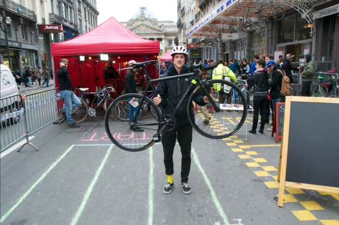 ©Barry Sandland/TIMB - Man with new fixed gear bike in Brussels