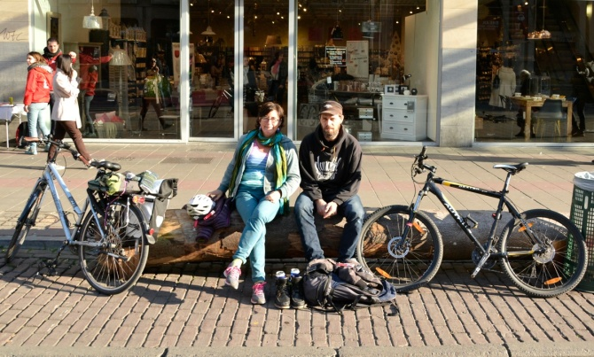 €Barry Sandland/TIMB - Two Brussels cyclists pondering there route