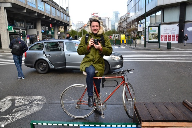 ©Barry Sandland/TIMB - Cyclists in Brussels taking photographs
