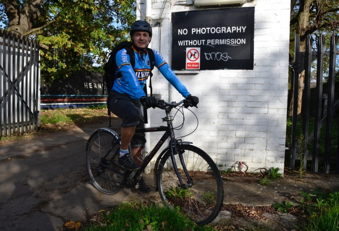 ©Barry Sandland/TIMB - Herne Hill cyclist at the entrance to the track