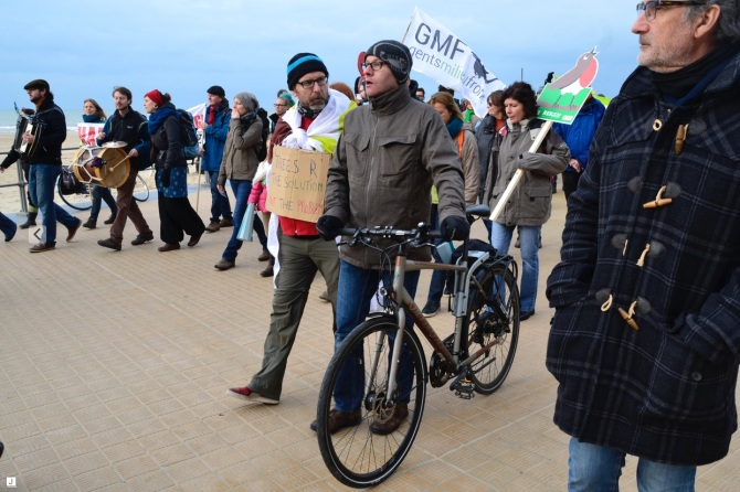 ©Barry Sandland/TIMB - Man with bike walking in the Ostende climate march