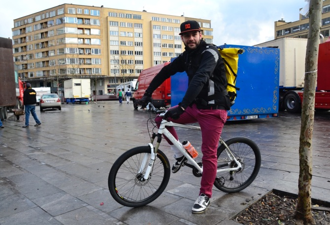 ©Barry Sandland/TIMB - Take, Eat, Easy bike messenger