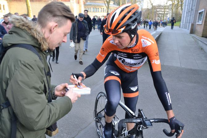 ©Barry Sandland/TIMB - At Ommloopo het Nieuwsblad, autograph seekers with the riders