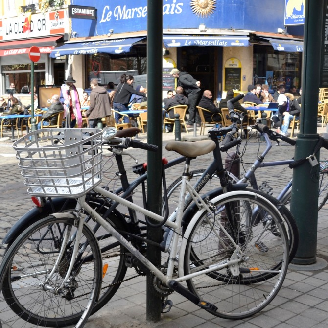 ©Barry Sandland/TIMB - Bicycles chained to any spare pole at Brussel's Place Jeu de Balle