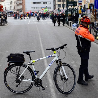 ©Barry Sandland/TIMB - Police officer at the Une Autre Chose march