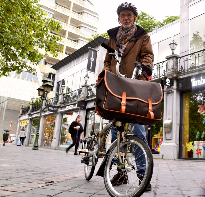 ©Barry Sandland/TIMB - Brompton rider w the front carrier bag he stitched himself