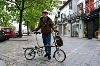 ©Barry Sandland/TIMB - Man w his Brompton folding bike in Brussels