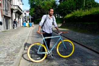 ©Barry Sandland/TIMB - Man with his fixie he bought online