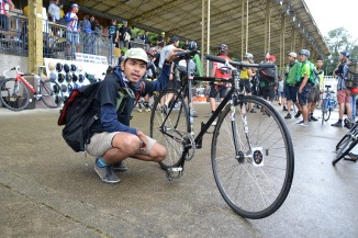 ©Barry Sandland/TIMB - Indonesian rider at the Paris velodrome with his Indonesian fixed wheel bike