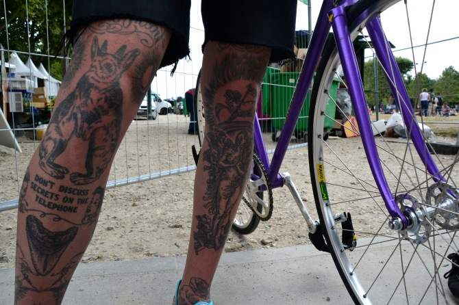 ©Barry Sandland/TIMB - Tattooed bike messenger in Paris