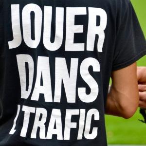 ©Barry Sandland/TIMB - Go Play In the Traffic. Joker Dans le Traffic t-shirt