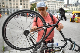 ©Barry Sandland/TIMB - Man with broken road bike that he has recreated as a single speed.