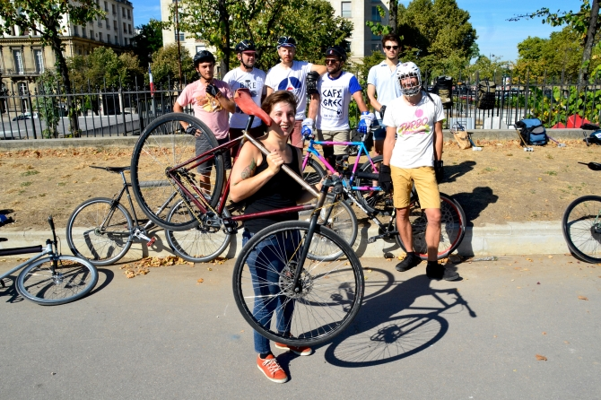 ©Barry Sandland/TIMB - Bike polo team practicing in Paris