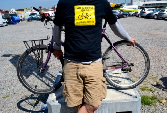 TIMB - Cyclist in cargo shorts and t-shirt might be part of the 90% that offends Rapha CEO Simon Bottram