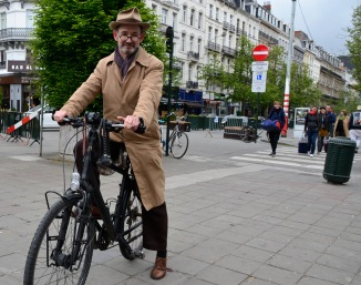 ©Barry Sandland/TIMB - City cyclist, dreaded in trench coat and fedora, on his bicycle in Brussels