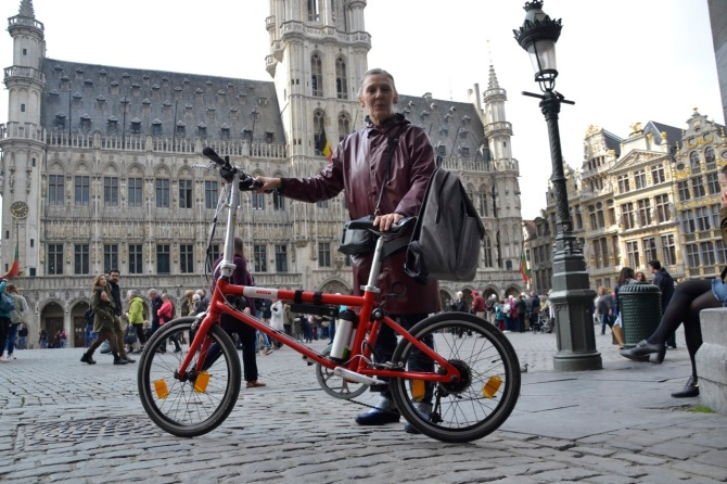 ©Barry Sandland/TIMB - Cyclist with her folding Ahooga bike on the Grand Place in Brussels