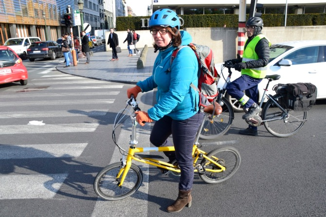 ©Barry Sandland/TIMB - Woman on her folding bike a set of traffic lights in Brussels