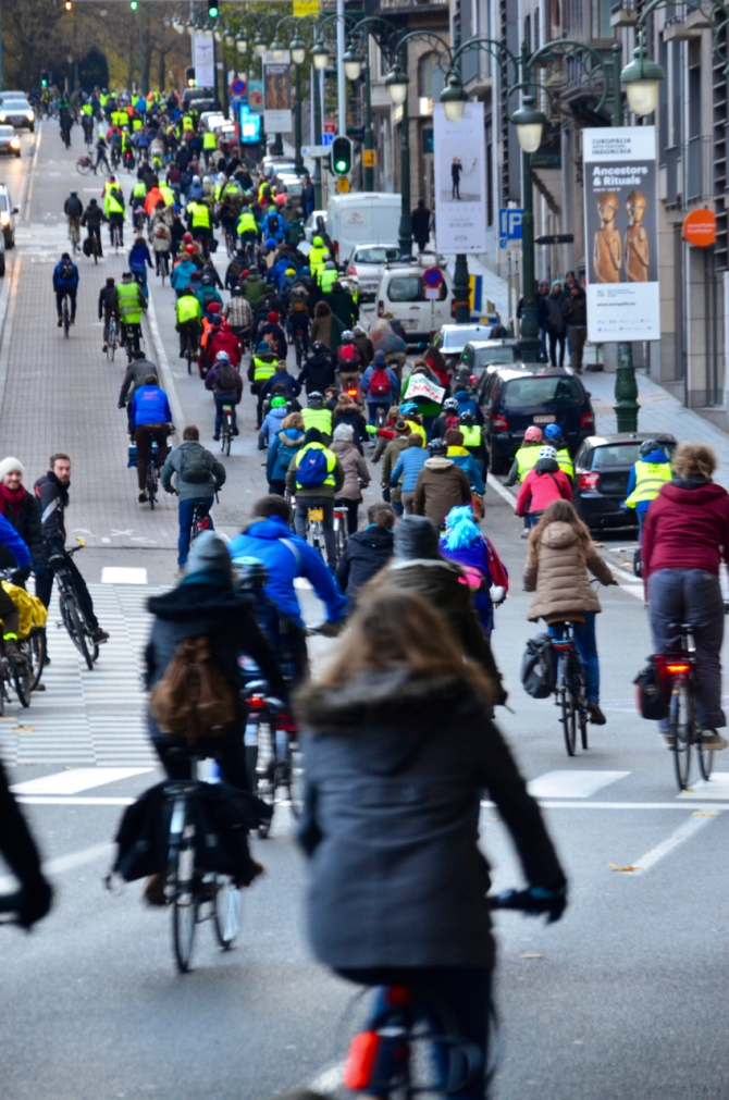 ©Barry Sandland/TIMB - Hundreds of cyclists riding through Brussels to protest climate change